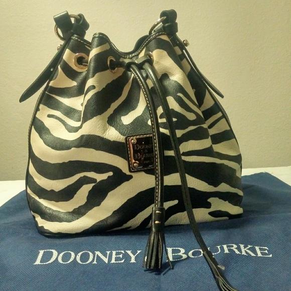 Dooney & Bourke Handbags - Dooney & Bourke leather handbag